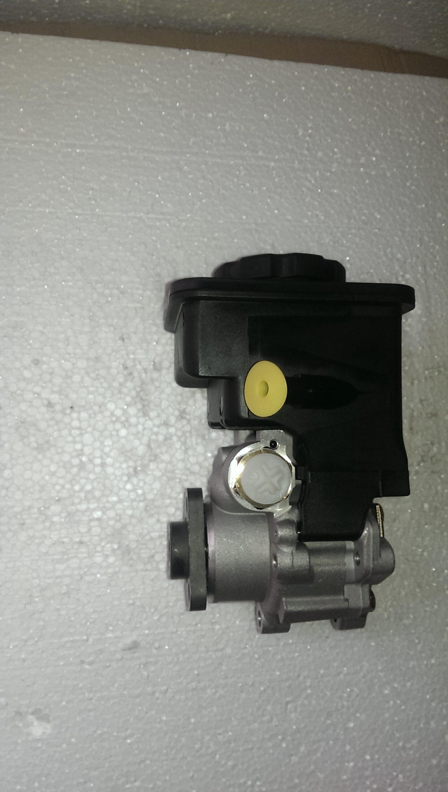 Насос гідропідсилювача керма, V13, з бачком/ насос гидроусилителя-0