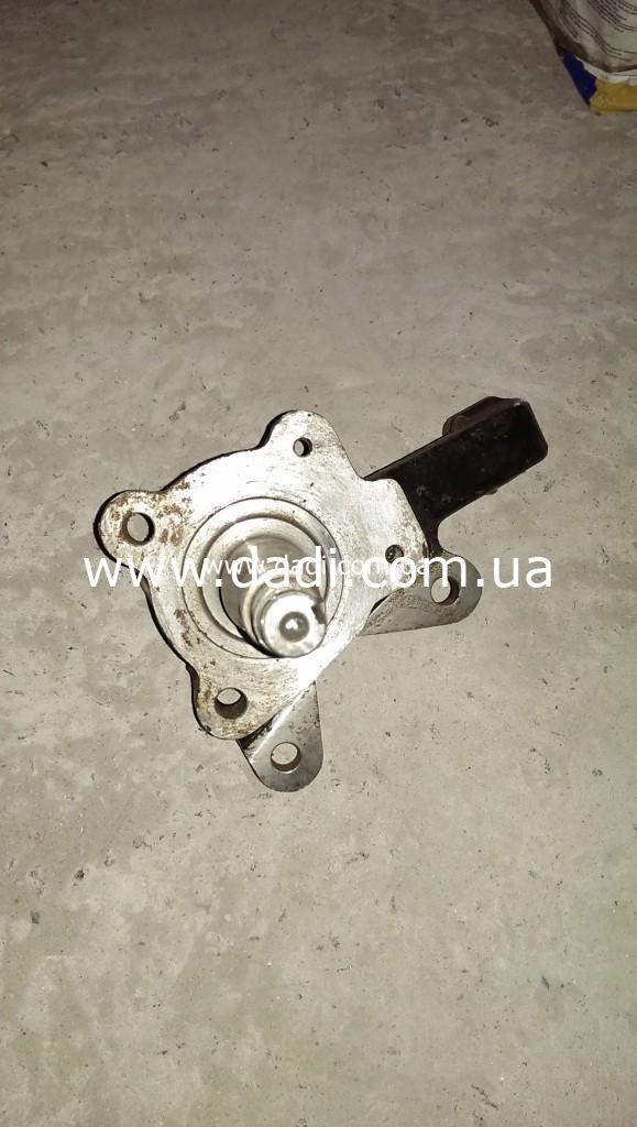 Кулак поворотний лівий (DADI Pick-Up 2WD)/ цапфа/ поворотный кулак-0