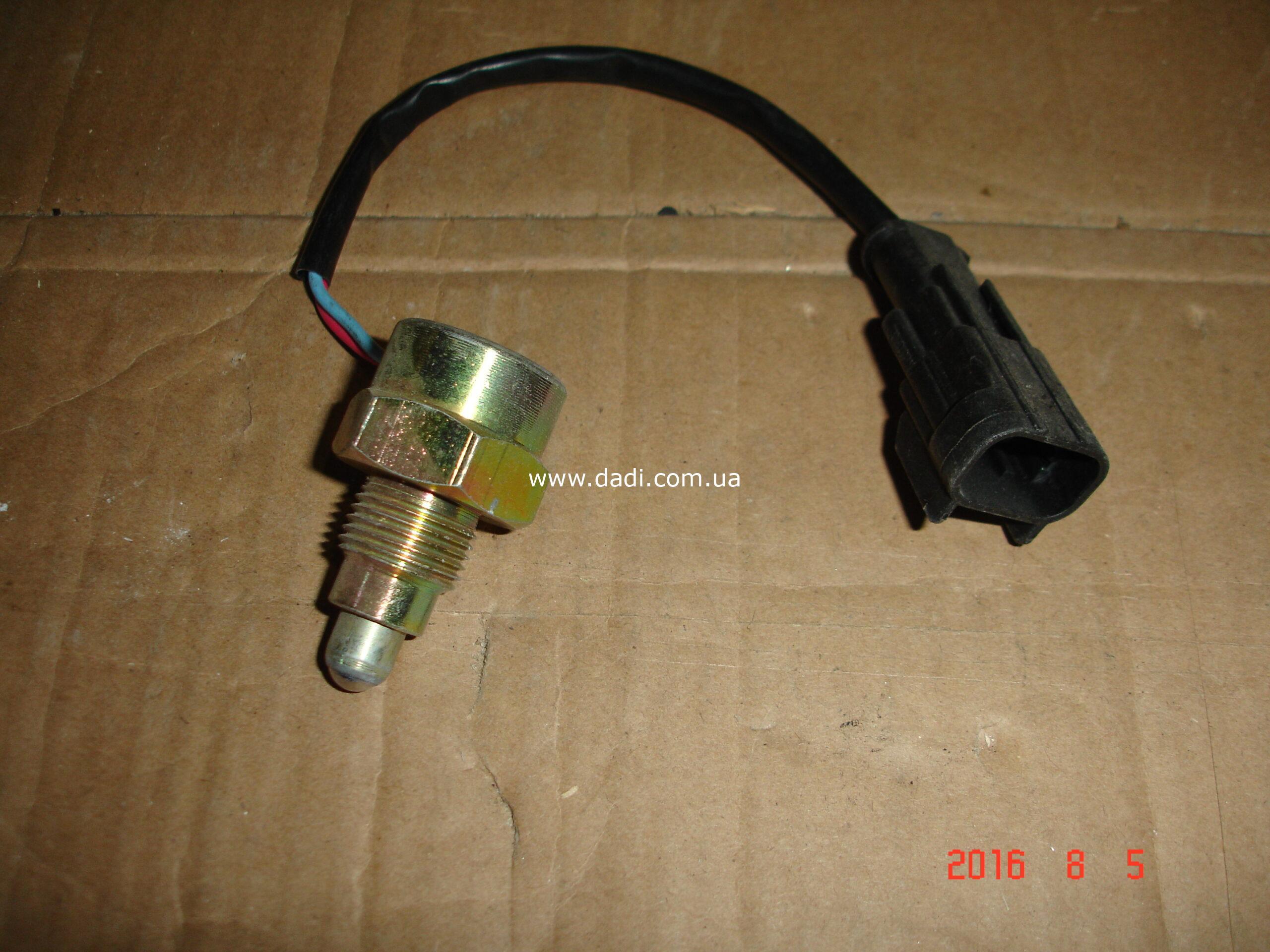 Вимикач сигналу заднього ходу/ выключатель сигнала заднего хода Zomax 4WD-0