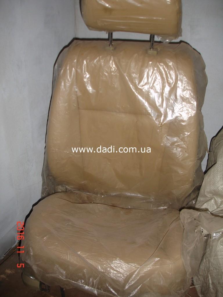 Крісло переднє пр./ кресло переднее правое-0