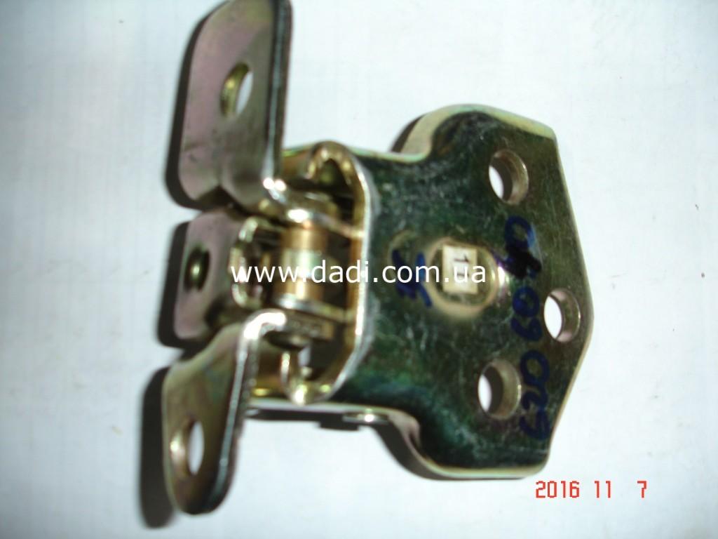 Навіс задніх правих дверей верхній / петля двери DADI-1137